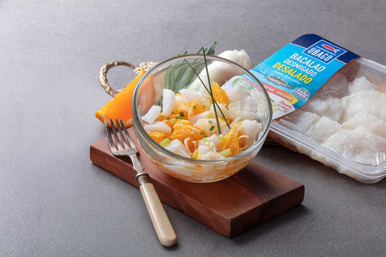 Ensalada fresca de Bacalao desalado desmigado Ubago con naranja y cebolleta